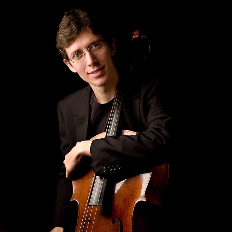 Tobia Revolti insegnante di violoncello