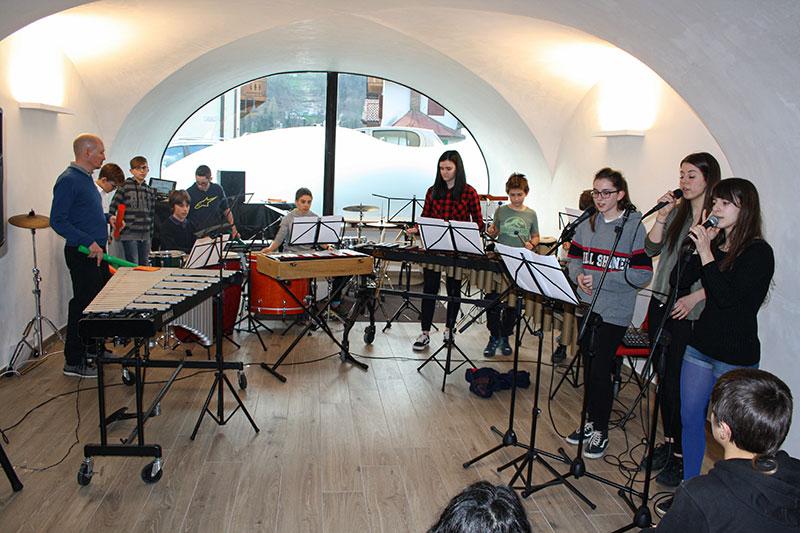 Saggio gruppo percussioni e cantanti